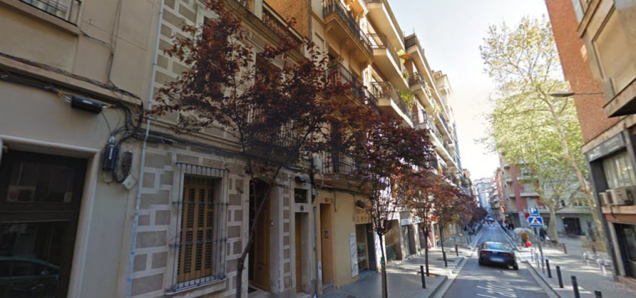 Instalación de Plataforma Vertical en Carrer de LaForja, Barcelona