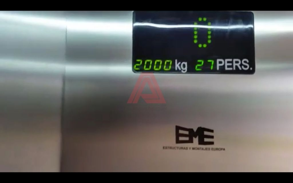 ¿Qué determina el peso que puede soportar un ascensor?
