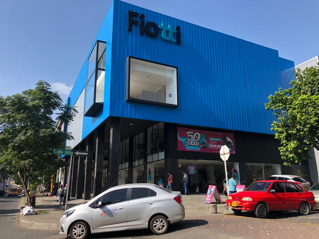 Ascensores Balaguer firma contrato de mantenimiento con Fiotti Muebles Cali